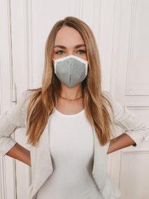 Baumwollmaske besticken lassen - hellgrau (Frontansicht)